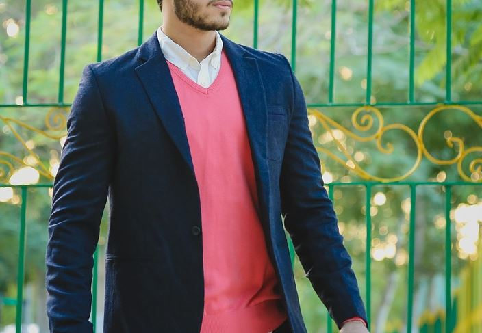 blazer homme bleu marine et col v rose