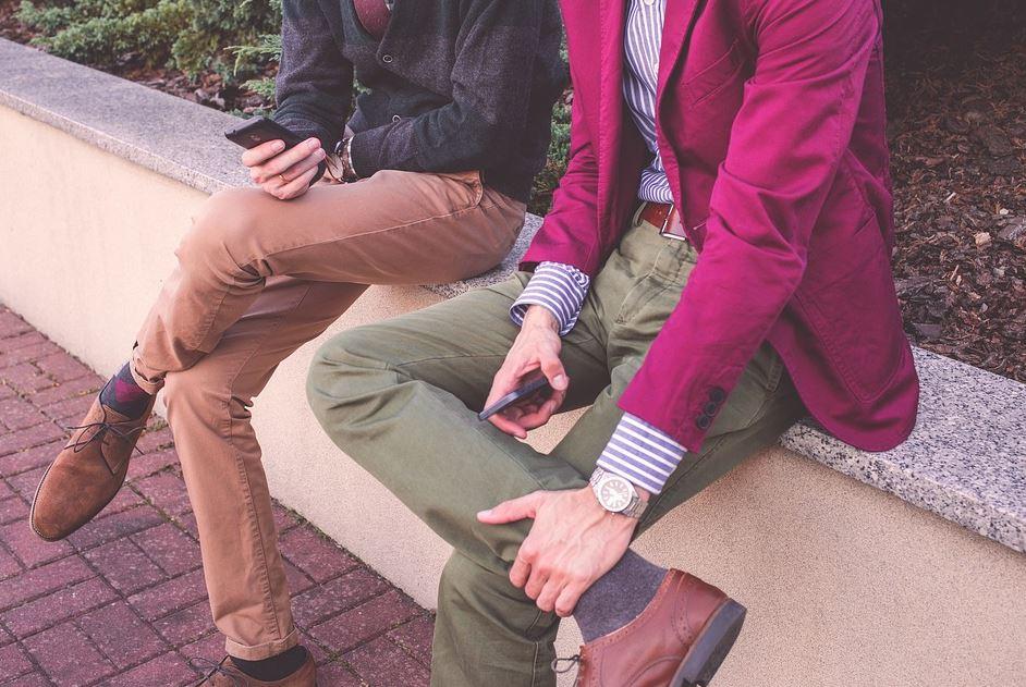 pantalon kaki homme et couleurs vives